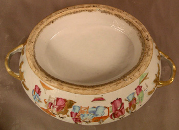 Chinese Export Soup Tureen in the Mandarin Pattern